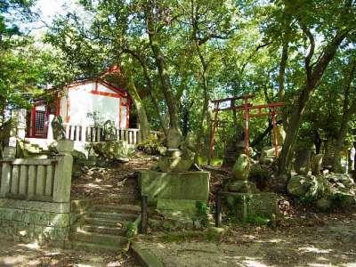稲荷神社や忠魂碑など(かつての本丸の一角)