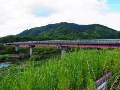 宇曽川と荒神山