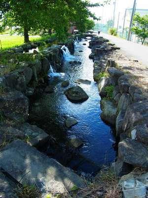 神明の滝から桂城の滝への水路
