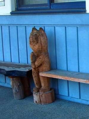 甲良町下之郷農事集会所 ベンチ彫刻